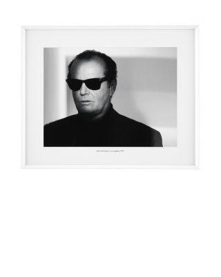 Marco Jack Nicholson de Eichholtz con gafas de sol