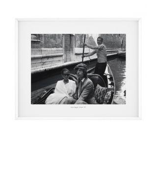 Marco del Sr. y la Sra. Jagger en una góndola en Venecia de Eichholtz